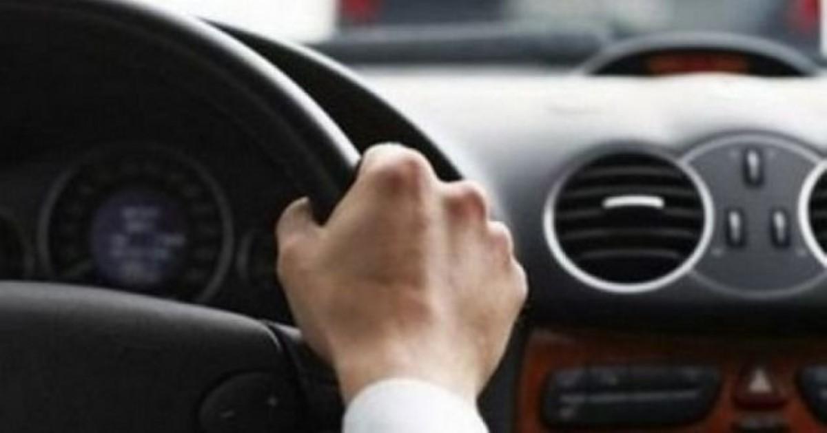 Кабмин установил выдачу первого водительского удостоверения сроком надва года