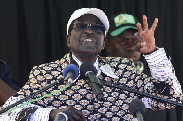 Военные Зимбабве удерживают президента Мугабе взаложниках