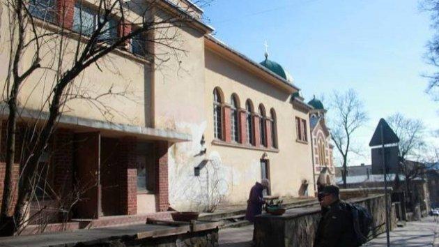 Украина не желает  торговать  строение  культурного центра в столицеРФ