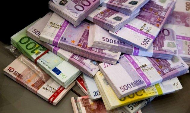 Торги 27ноября: доллар упал вцене, евро и русский руб. подорожали