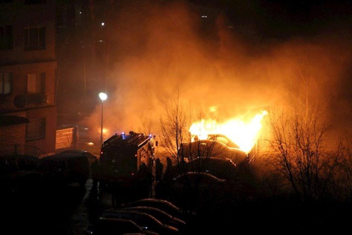 ВБроварах припаркованный автомобиль забросали коктейлями Молотова— Ночной переполох