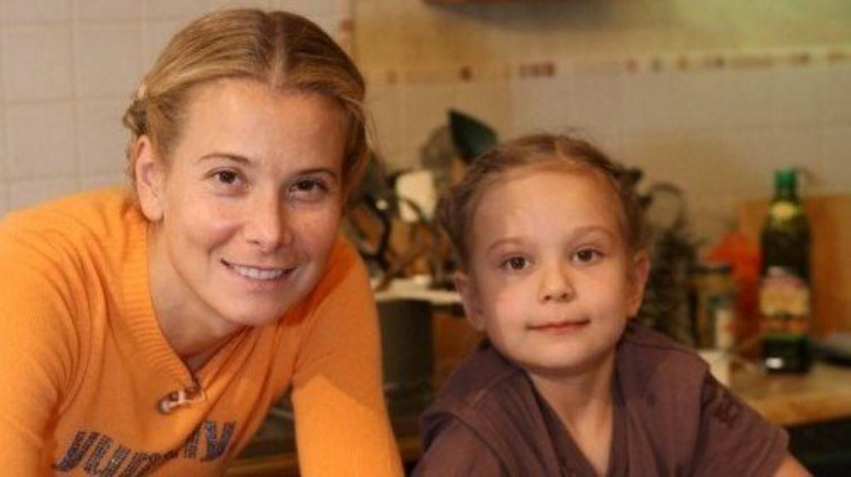Появилась информация про состояние дочери Высоцкой иКончаловского: девочка уже вРоссии