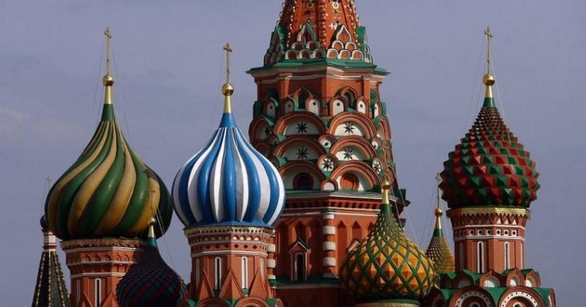 Профессионалы 2-ой день ищут источник неприятного запаха в российской столице