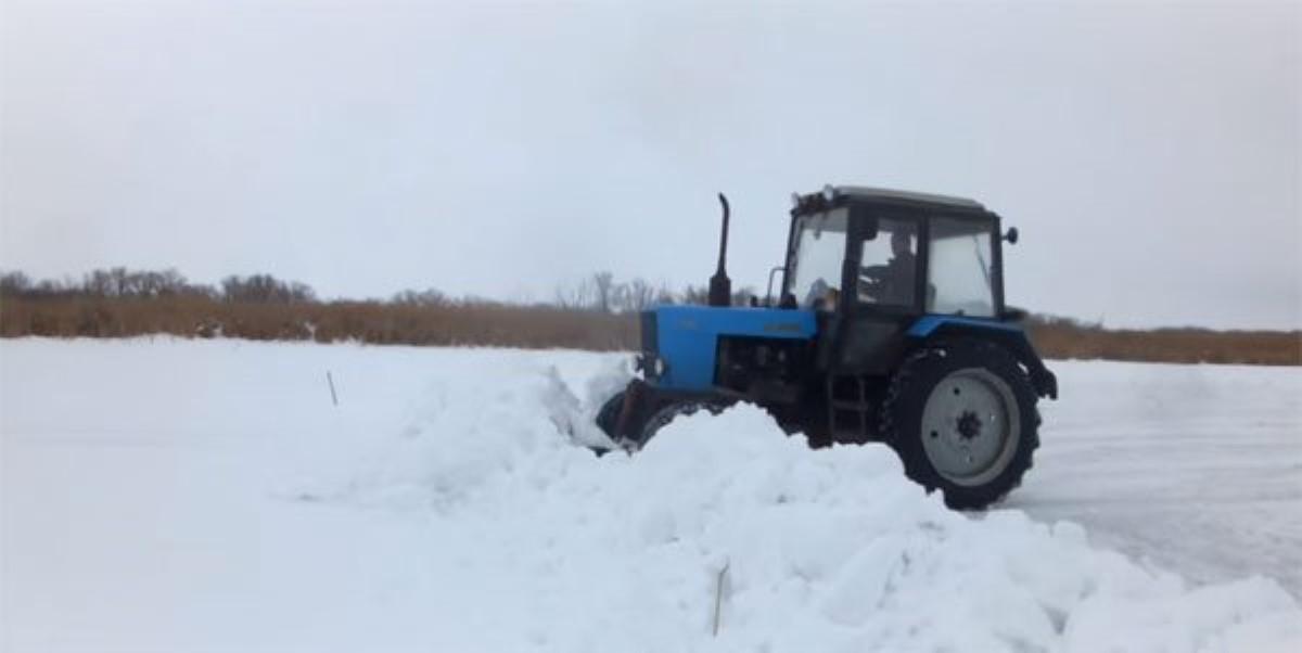 Картинки по запросу В Тернопольской области в селе Большие Дедеркалы местный житель в состоянии алкогольного опьянения угнал трактор,