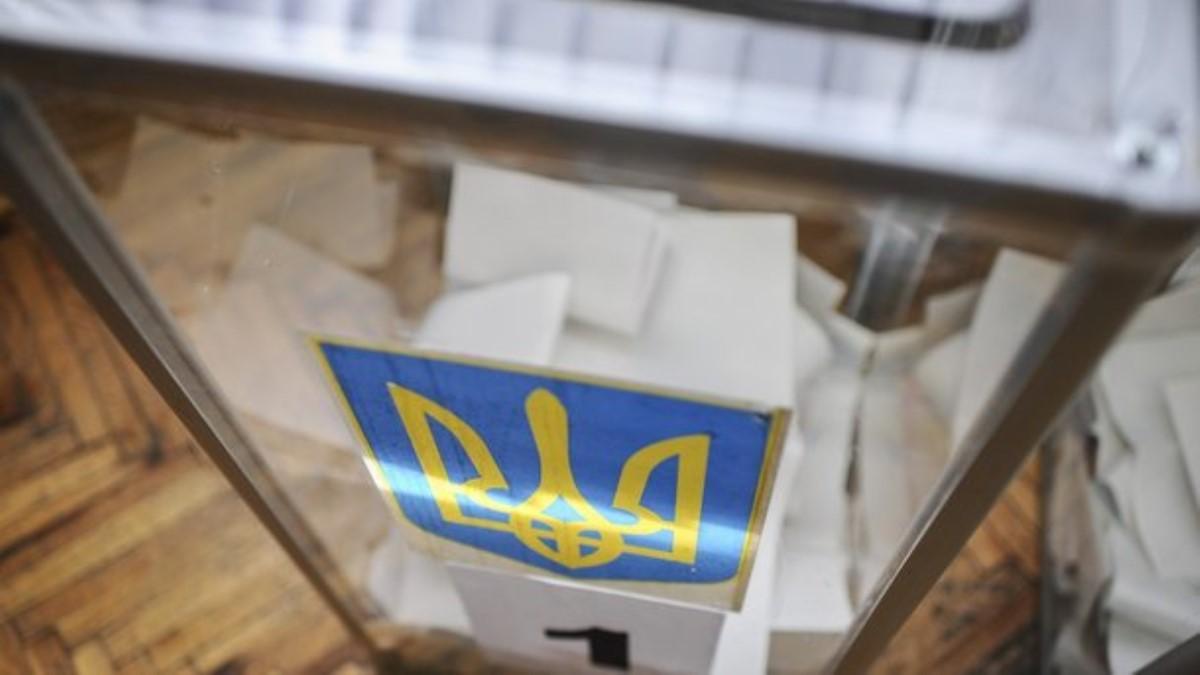 Выборы вТаировскую ОТГ: открытие участков сопозданием, споры иочереди