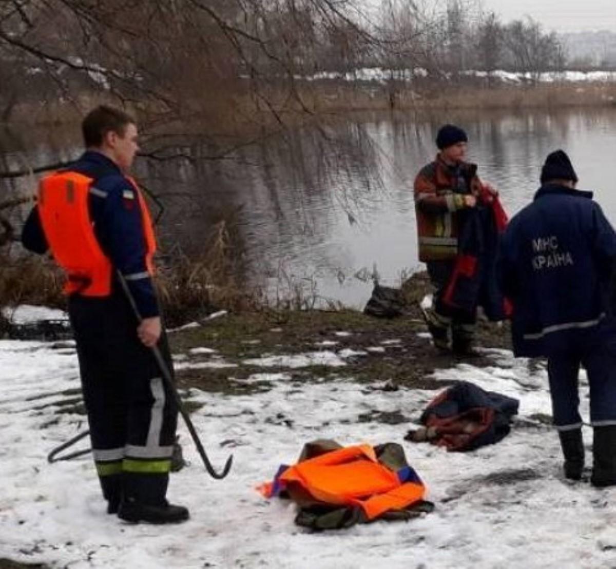 НаТроещине возере плавал труп женщины