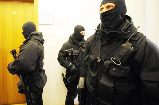 Саакашвили, укоторого идут обыски, грозится сигануть скрыши