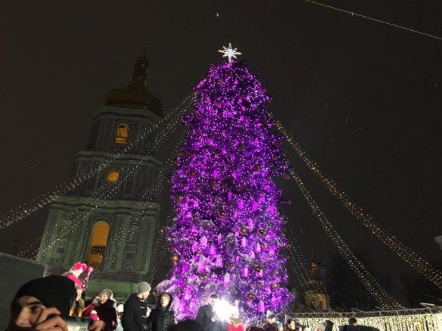 ВКиеве зажгли главную новогоднюю елку страны