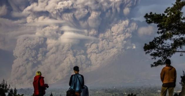 ВИндонезии началось извержение вулкана