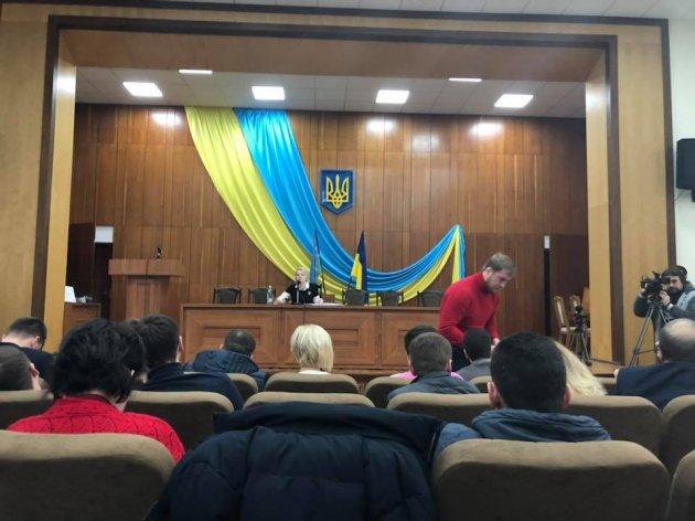 Насессии Ирпенского горсовета гимн Украины прервали гимном Российской Федерации