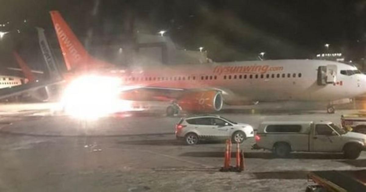 Два самолета столкнулись ваэропорту Канады— Пожар ипаника