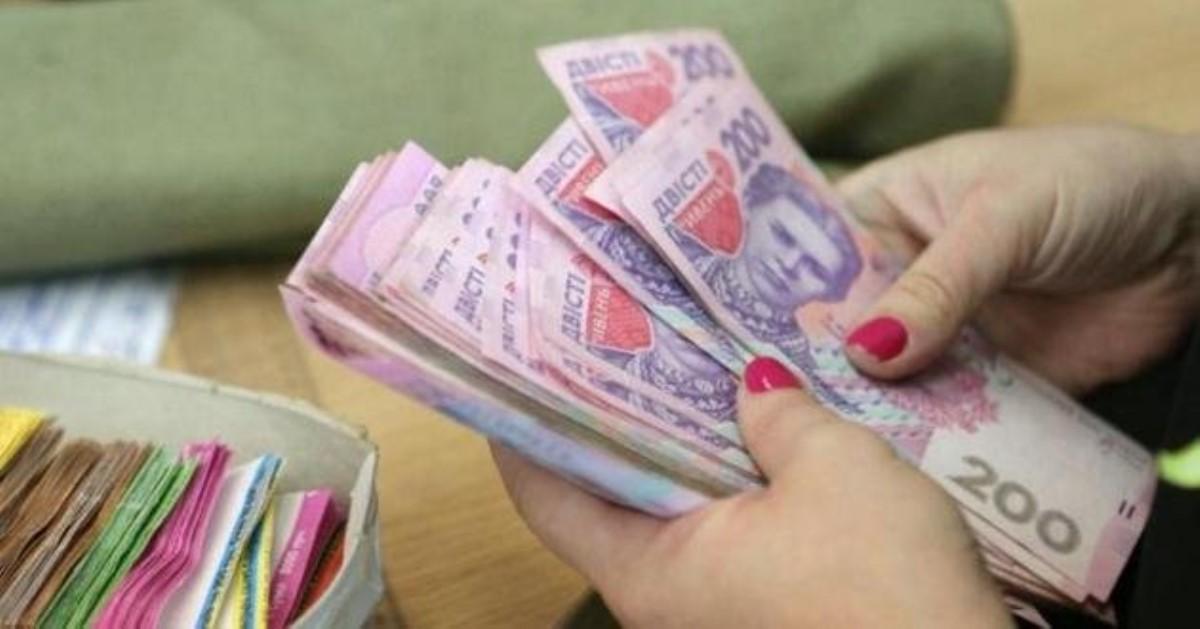 Госстат: в Украине средняя зарплата в три раза больше минимальной