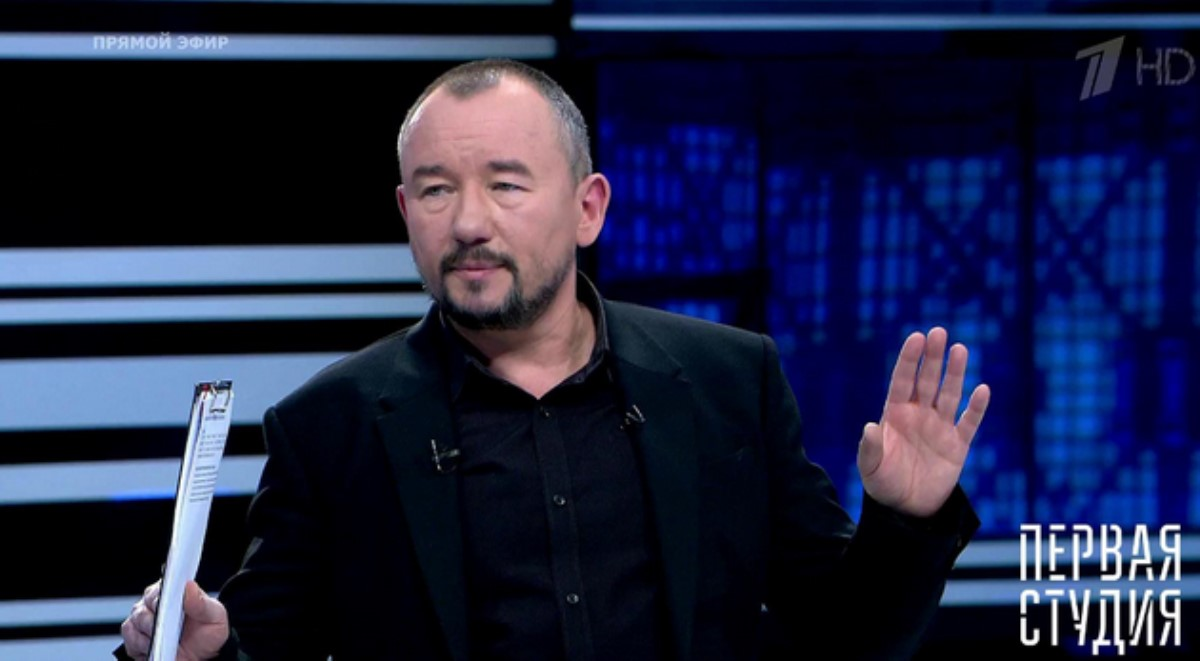 Украинец Валерий Ананьев плюнул влицо российскому телеведущему, пропагандисту Артему Шейнину