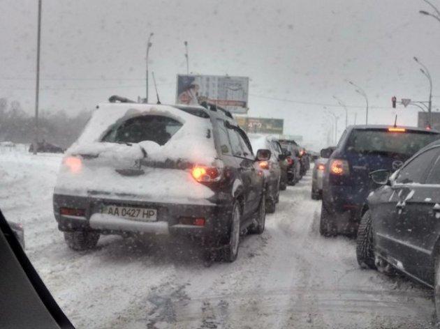 Публичный транспорт вКиеве курсирует без графика из-за снегопада