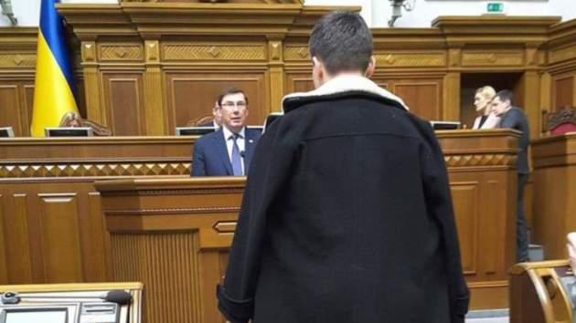 Ипусть неподглядывают: Вымывшись, Савченко жаловалась навидеонаблюдение вкамере