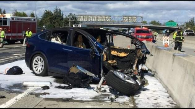 ВКалифорнии умер  шофёр  «взорвавшейся» Tesla