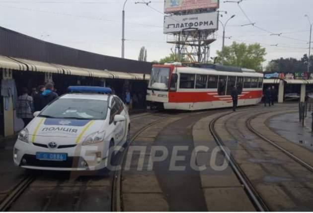 Вкиевском трамвае обломок металла пробил пол иранил пенсионерку