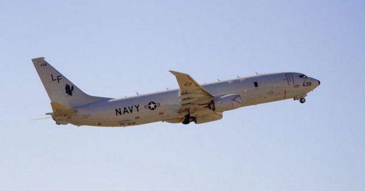 Русский истребитель опасно пролетел мимо американского самолета