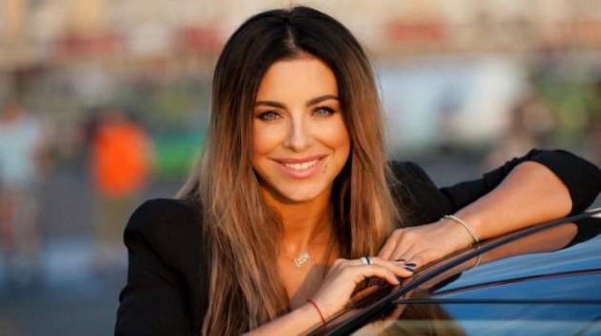 Ани Лорак устроилась продавцом мороженого в столице России
