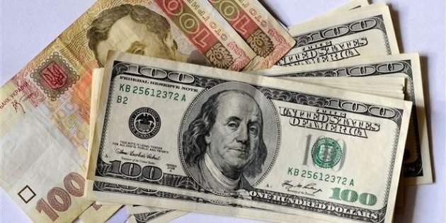 Затянувшееся пике: куда падает гривна и почем будет доллар