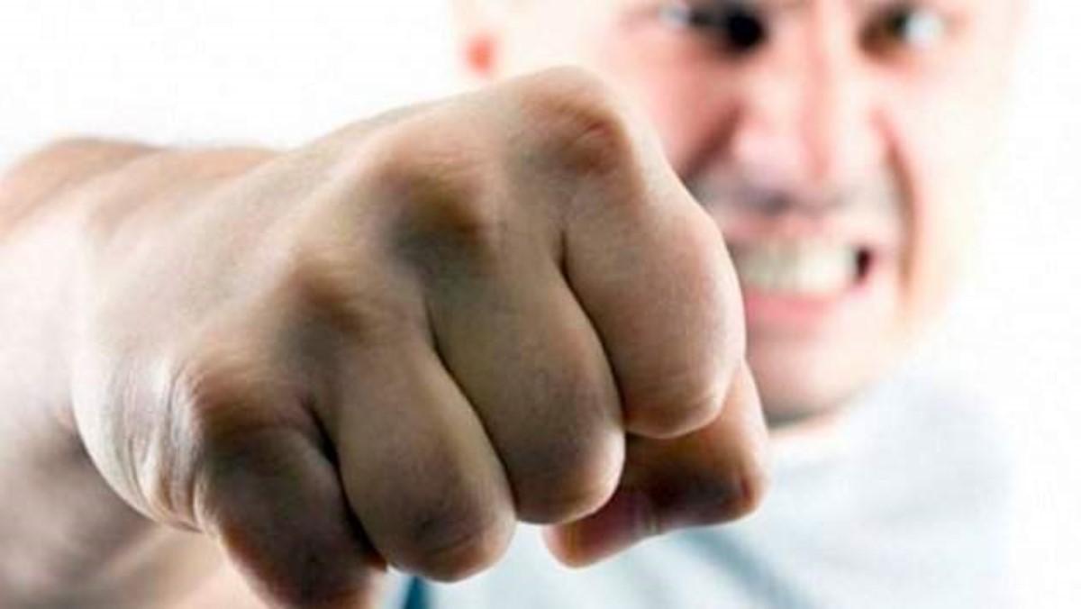 Народный депутат  иактивист устроили мордобой впрямом эфире