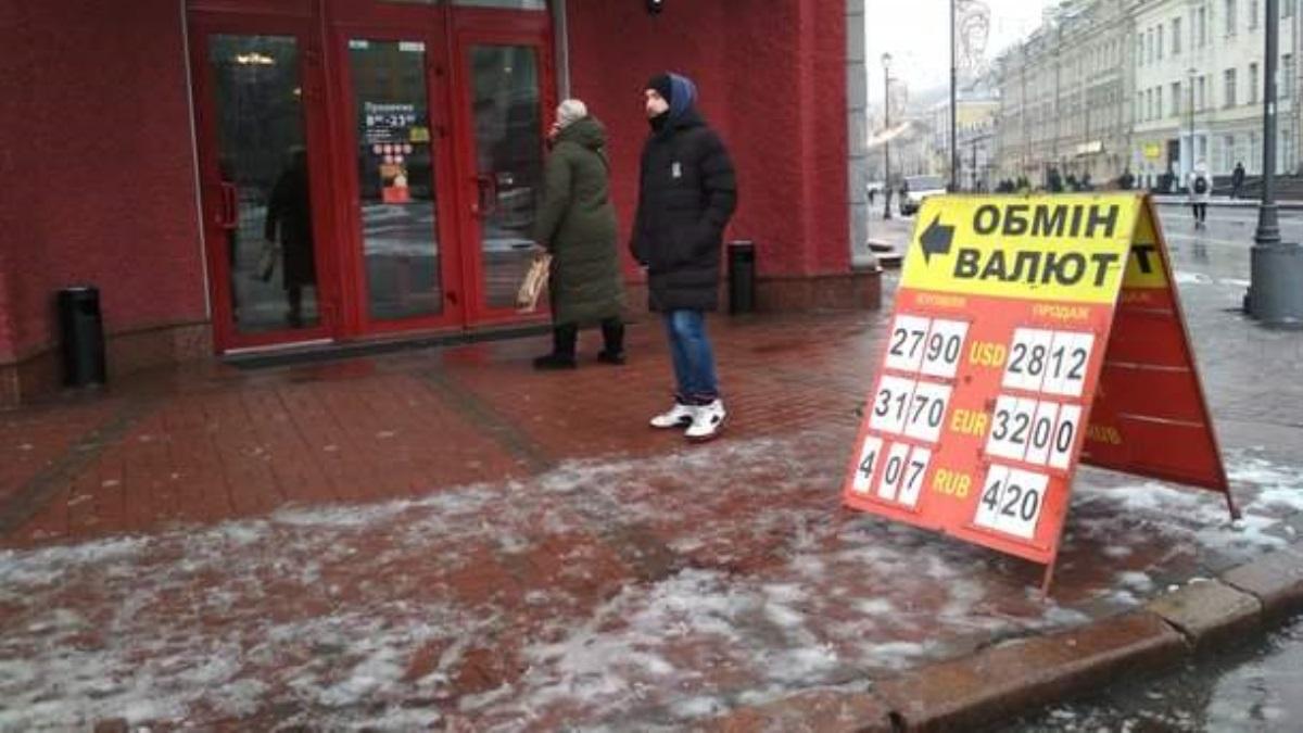 Курс русского рубля упал вслед заценами нанефть