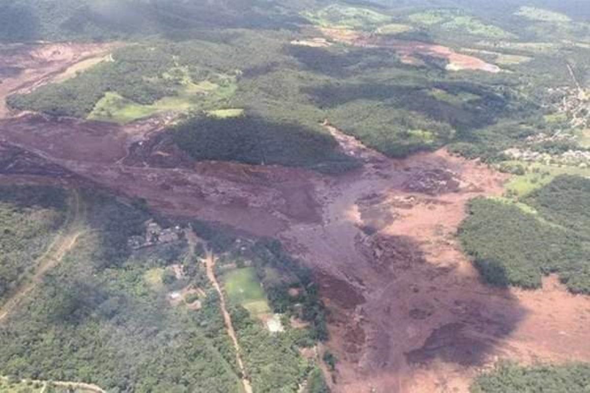 Набразильской шахте обрушилась дамба. Десятки людей пропали без вести