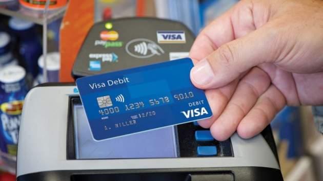Сапреля банки будут выдавать украинцам только бесконтактные карты Visa