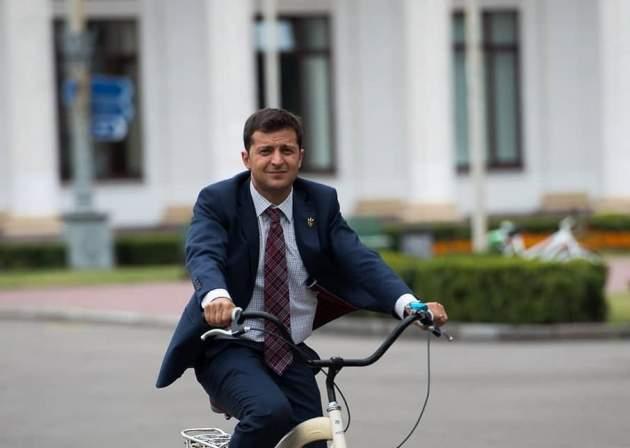 Штаб Зеленского оПорошенко: Уже и«стадион— нестадион»