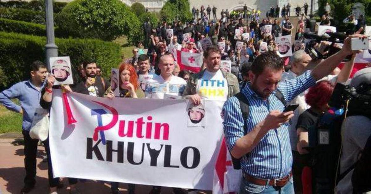 Полиция в Тбилиси задержала участника акции 'Бессмертный полк'