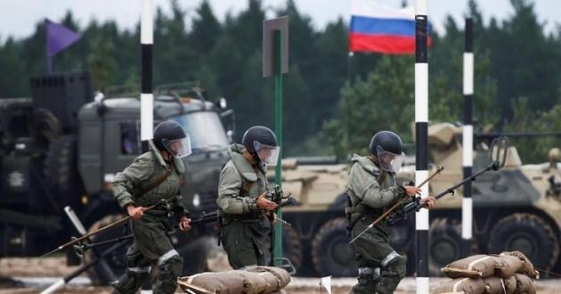 А. Арестович: Россия вернет войска к границам Украины