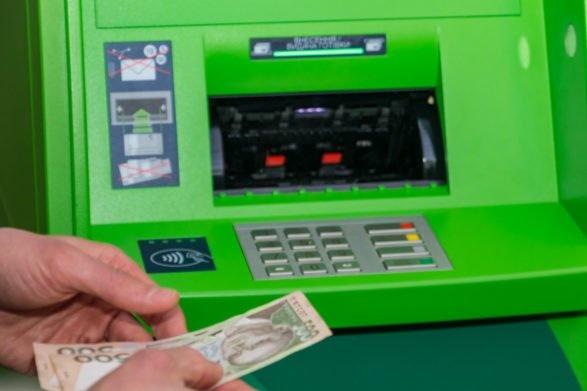 Снять деньги с любого счета: программист назвал уязвимость банкоматов